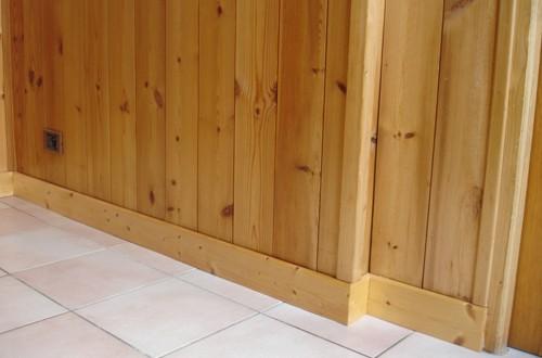 interieur-bois-plinthes-1